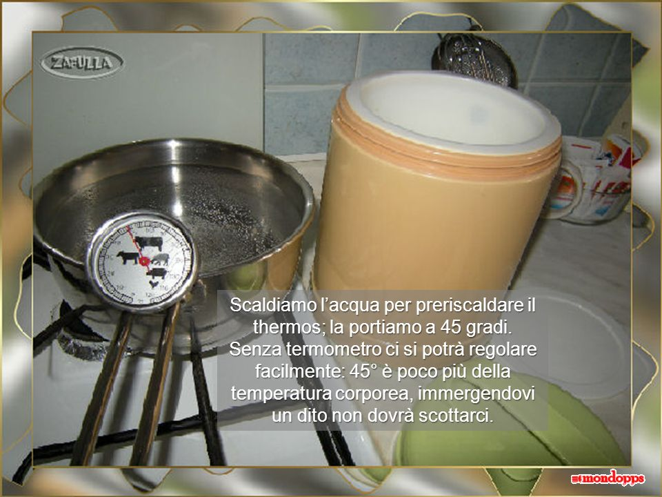 Occorrente: 1)Due cucchiai di yogurt magro o parzialmente scremato, secondo preferenze; 2)1 litro di latte: intero se si usa lo yogurt intero o scremato con yogurt scremato.