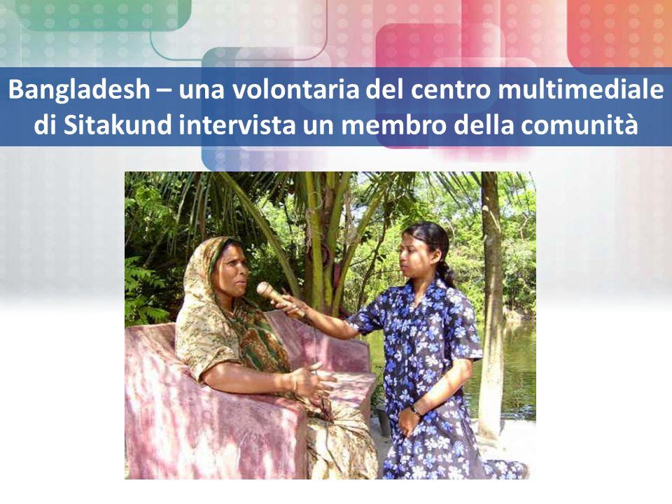 Bangladesh – una volontaria del centro multimediale di Sitakund intervista un membro della comunità