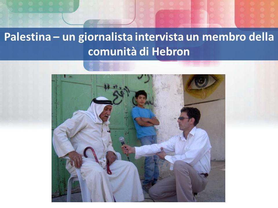 Palestina – un giornalista intervista un membro della comunità di Hebron