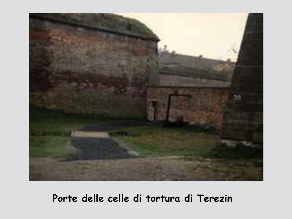 Porte delle celle di tortura di Terezin