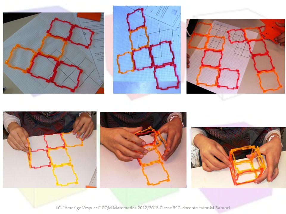I ragazzi si confrontano sui disegni con le sagome delle diverse aperture del cubo e sulle costruzioni di queste con le geoforme.