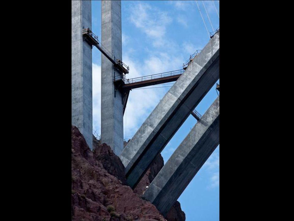 Approvvigionamento e colata del cemento armato.