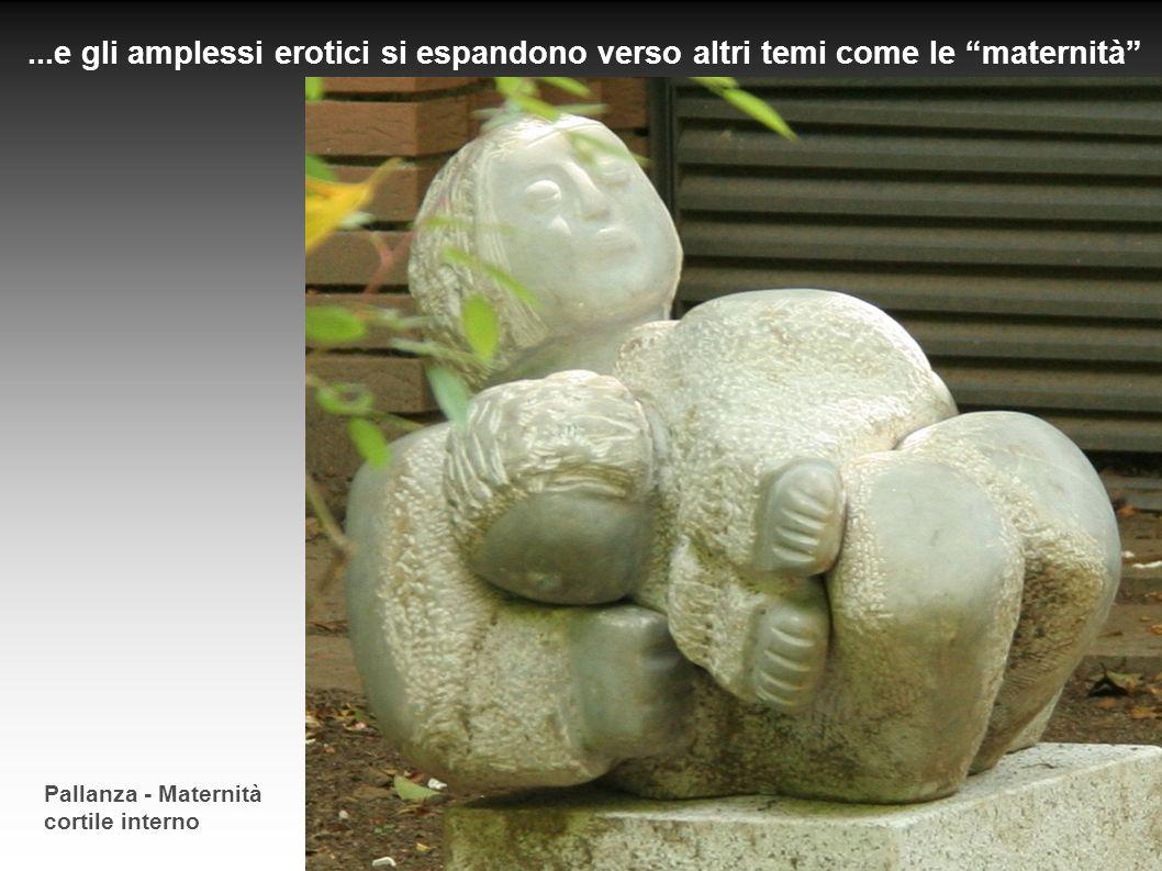 Pallanza - Maternità cortile interno...e gli amplessi erotici si espandono verso altri temi come le maternità