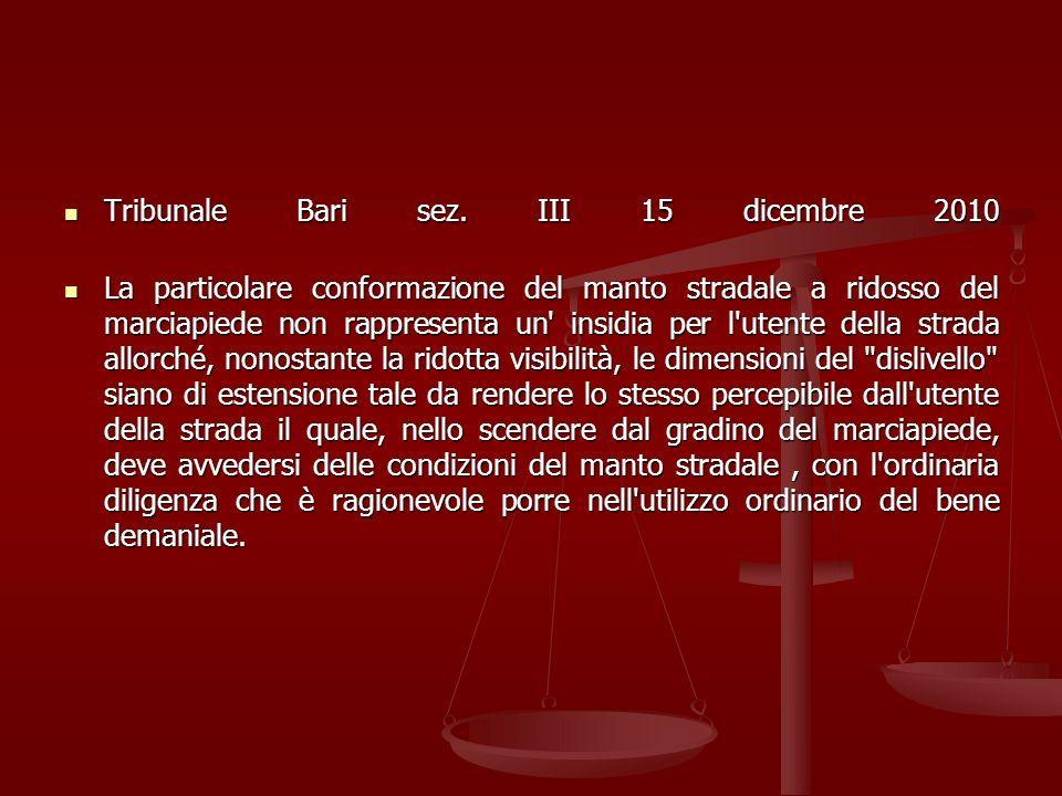 Tribunale Bari sez. III 15 dicembre 2010 Tribunale Bari sez. III 15 dicembre 2010 La particolare conformazione del manto stradale a ridosso del marcia