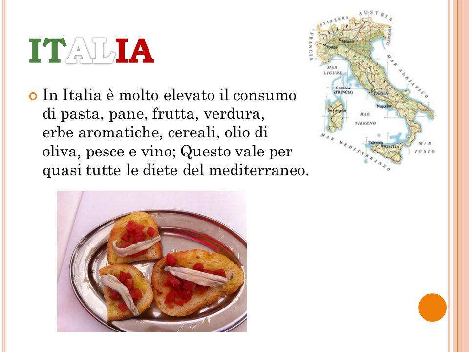 In Italia è molto elevato il consumo di pasta, pane, frutta, verdura, erbe aromatiche, cereali, olio di oliva, pesce e vino; Questo vale per quasi tut