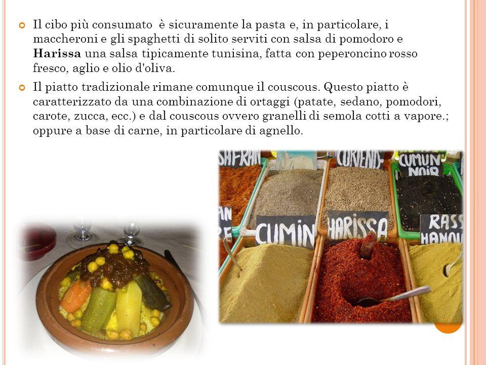 Il cibo più consumato è sicuramente la pasta e, in particolare, i maccheroni e gli spaghetti di solito serviti con salsa di pomodoro e Harissa una sal