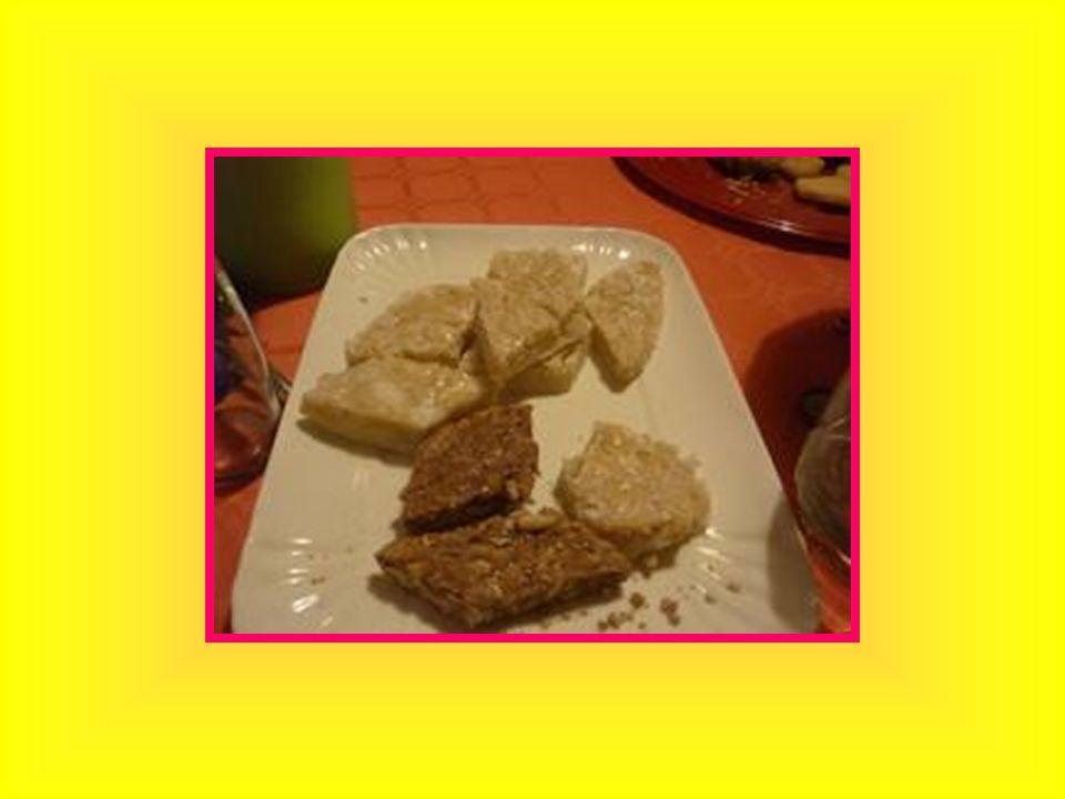 LA SCHIACCIATA Tipico dolce fiorentino Farina Zucchero Latte Olio doliva Uova Succo e scorza di unaranzia Lievito vanigliato Vaniglia Zucchero a velo Cacao zuccherato