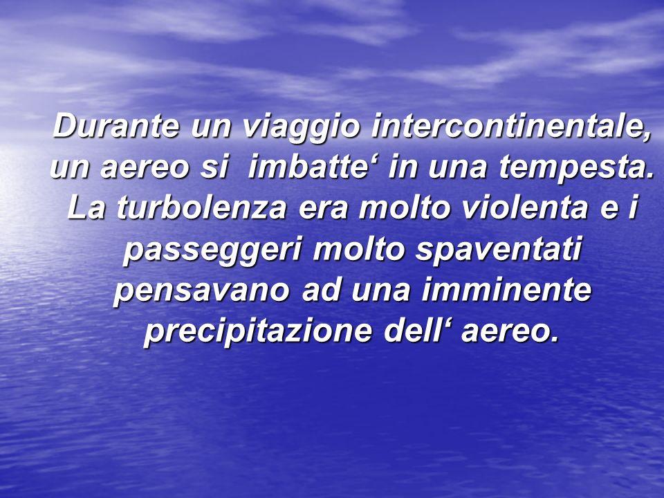 Durante un viaggio intercontinentale, un aereo si imbatte in una tempesta.