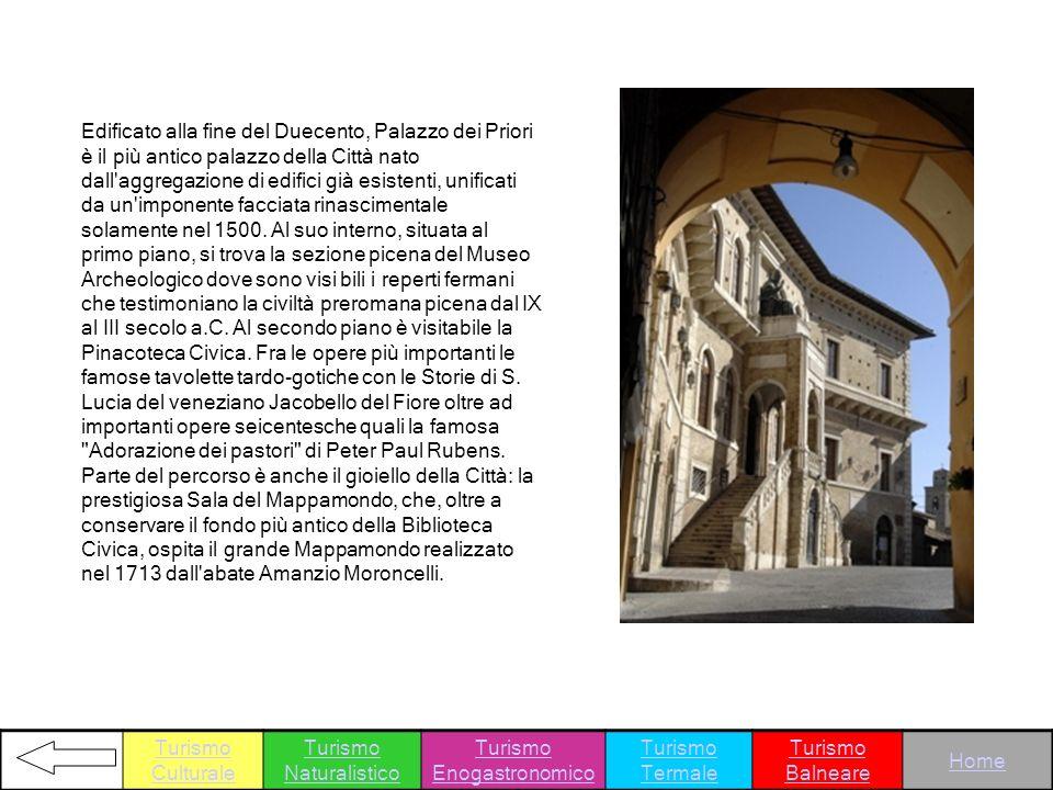 Edificato alla fine del Duecento, Palazzo dei Priori è il più antico palazzo della Città nato dall'aggregazione di edifici già esistenti, unificati da