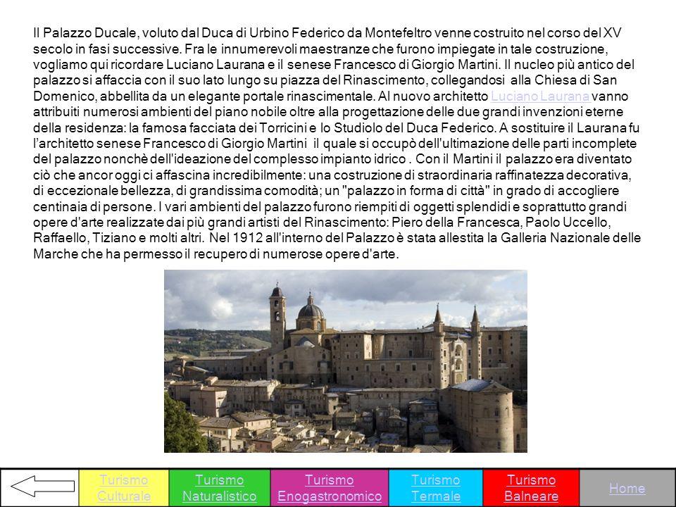 Il Palazzo Ducale, voluto dal Duca di Urbino Federico da Montefeltro venne costruito nel corso del XV secolo in fasi successive. Fra le innumerevoli m
