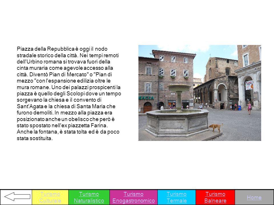 Piazza della Repubblica è oggi il nodo stradale storico della città. Nei tempi remoti dell'Urbino romana si trovava fuori della cinta muraria come age