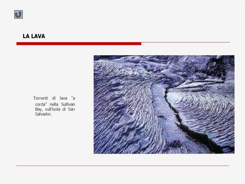LA LAVA Torrenti di lava a corda nella Sullivan Bay, sullisola di San Salvador.