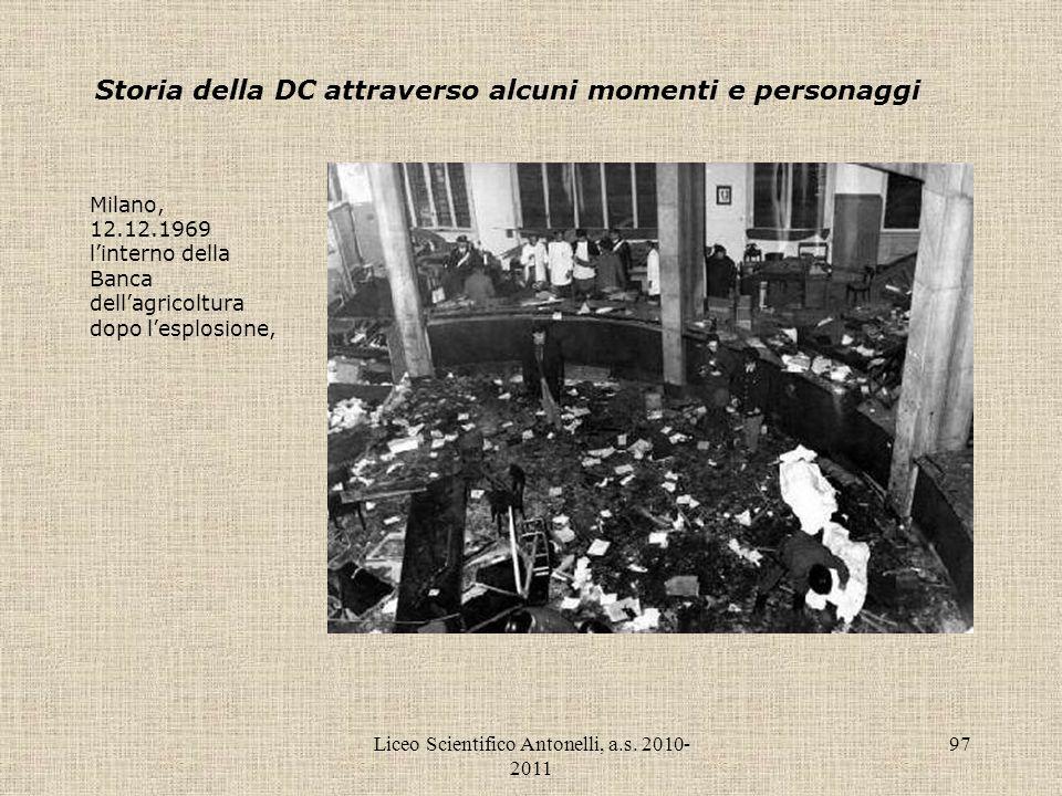 Liceo Scientifico Antonelli, a.s. 2010- 2011 97 Storia della DC attraverso alcuni momenti e personaggi Milano, 12.12.1969 linterno della Banca dellagr