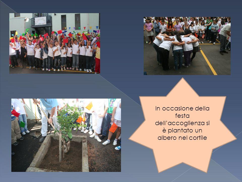 In occasione della festa dellaccoglienza si è piantato un albero nel cortile
