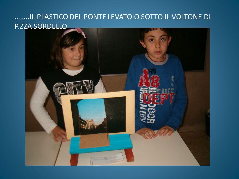 ……..IL PLASTICO DEL PONTE LEVATOIO SOTTO IL VOLTONE DI P.ZZA SORDELLO