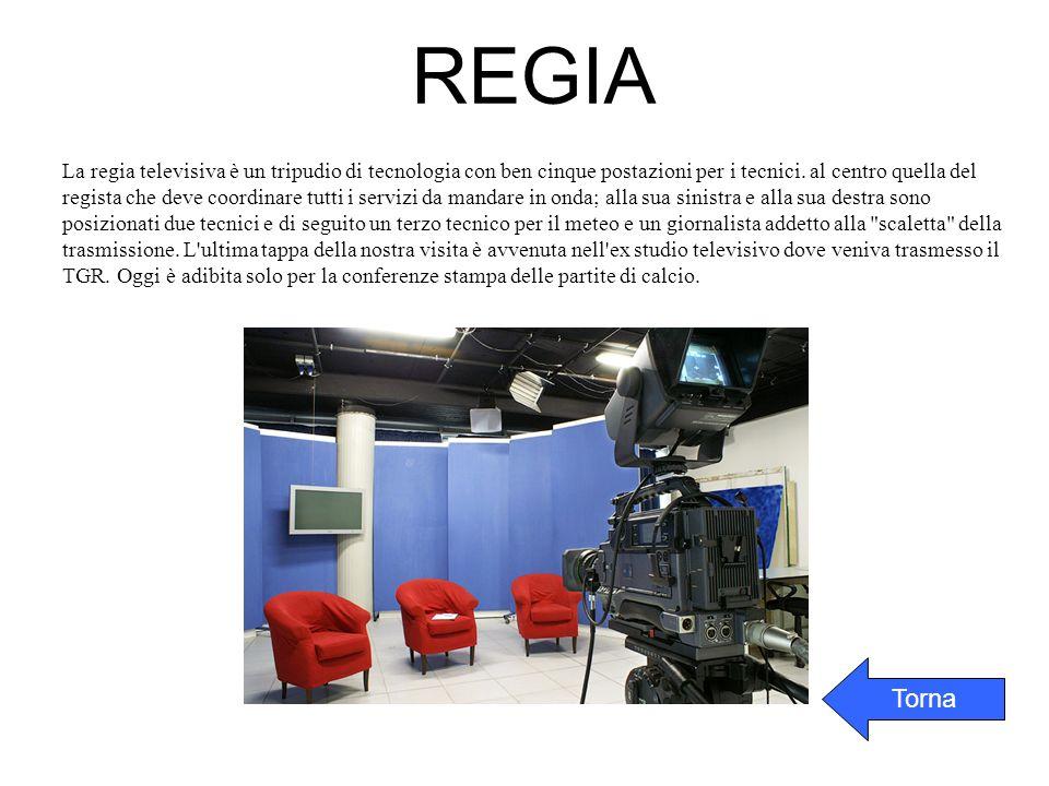 La regia televisiva è un tripudio di tecnologia con ben cinque postazioni per i tecnici. al centro quella del regista che deve coordinare tutti i serv