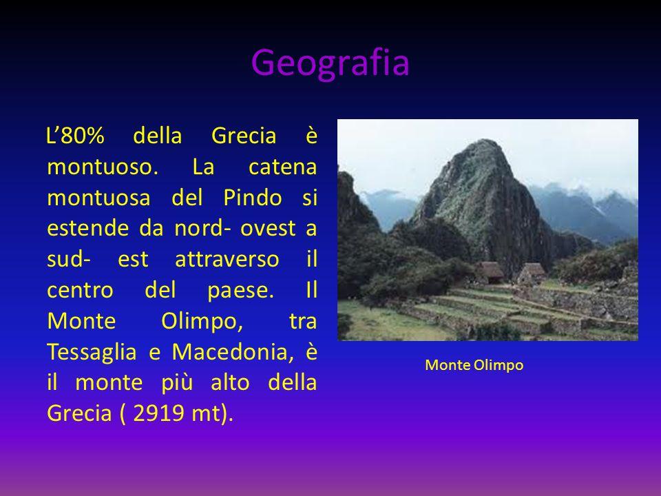 Geografia L80% della Grecia è montuoso. La catena montuosa del Pindo si estende da nord- ovest a sud- est attraverso il centro del paese. Il Monte Oli