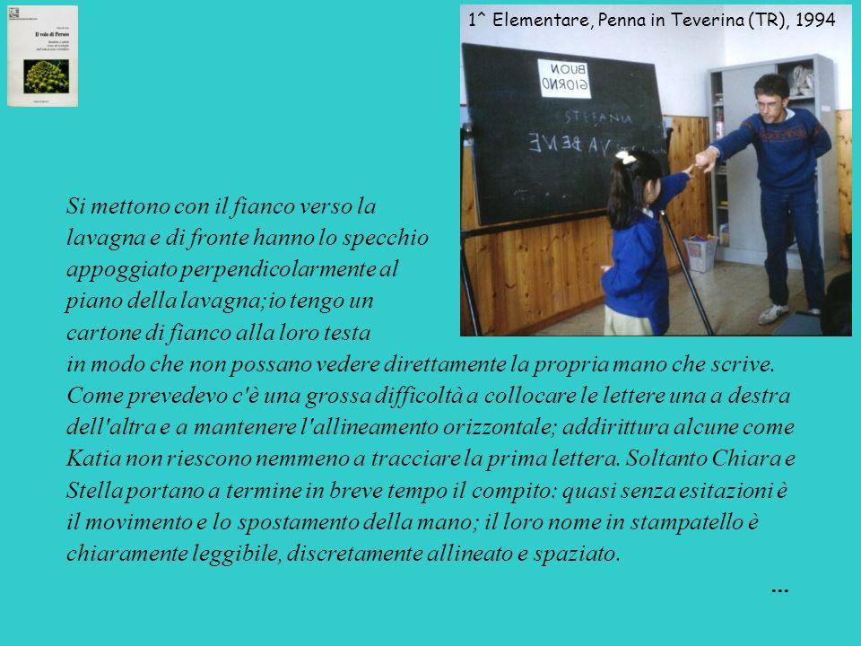 1^ Elementare, Penna in Teverina (TR), 1994 Si mettono con il fianco verso la lavagna e di fronte hanno lo specchio appoggiato perpendicolarmente al p