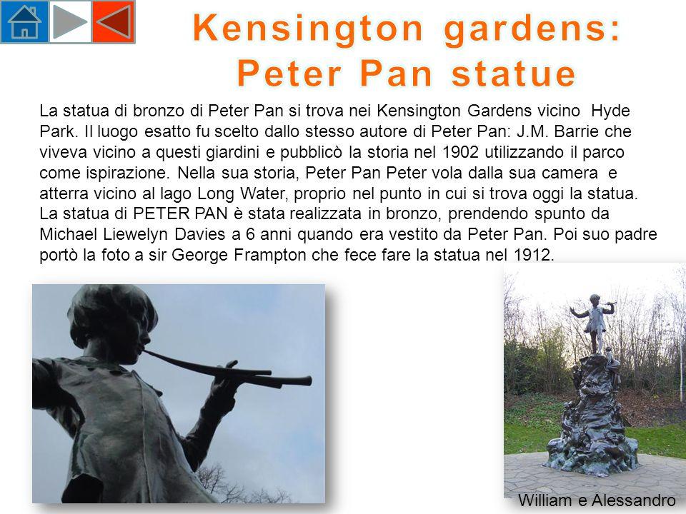 La statua di bronzo di Peter Pan si trova nei Kensington Gardens vicino Hyde Park.