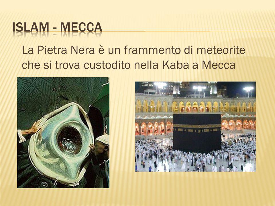 La Pietra Nera è un frammento di meteorite che si trova custodito nella Kaba a Mecca