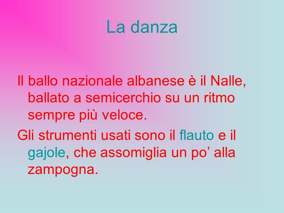 La danza Il ballo nazionale albanese è il Nalle, ballato a semicerchio su un ritmo sempre più veloce.