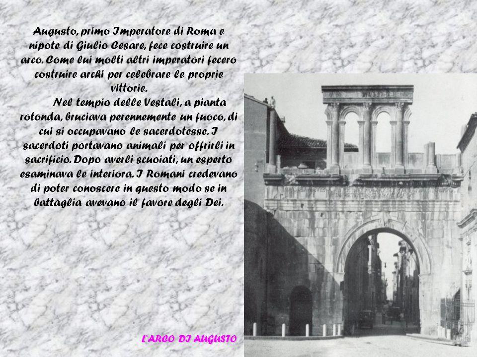 Augusto, primo Imperatore di Roma e nipote di Giulio Cesare, fece costruire un arco. Come lui molti altri imperatori fecero costruire archi per celebr
