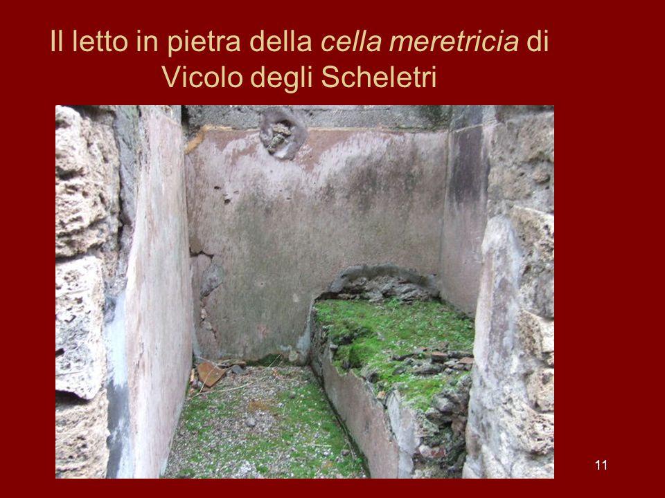11 Il letto in pietra della cella meretricia di Vicolo degli Scheletri