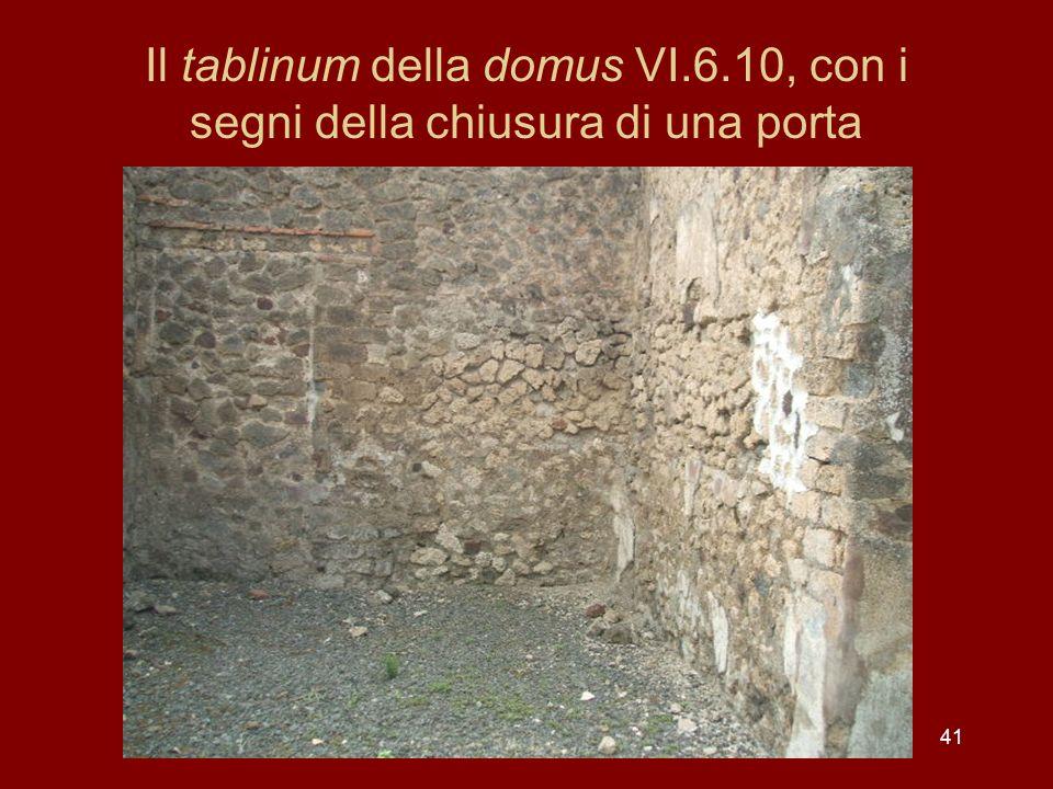 41 Il tablinum della domus VI.6.10, con i segni della chiusura di una porta
