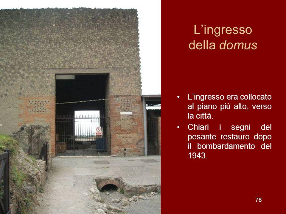 Lingresso della domus Lingresso era collocato al piano più alto, verso la città. Chiari i segni del pesante restauro dopo il bombardamento del 1943. 7