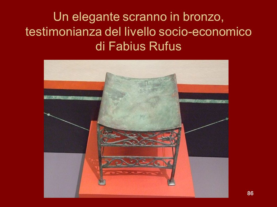 Un elegante scranno in bronzo, testimonianza del livello socio-economico di Fabius Rufus 86