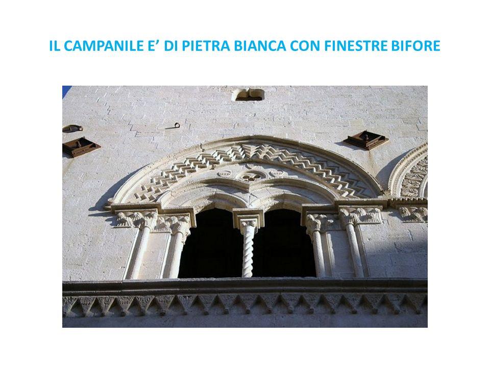 IL CAMPANILE E DI PIETRA BIANCA CON FINESTRE BIFORE