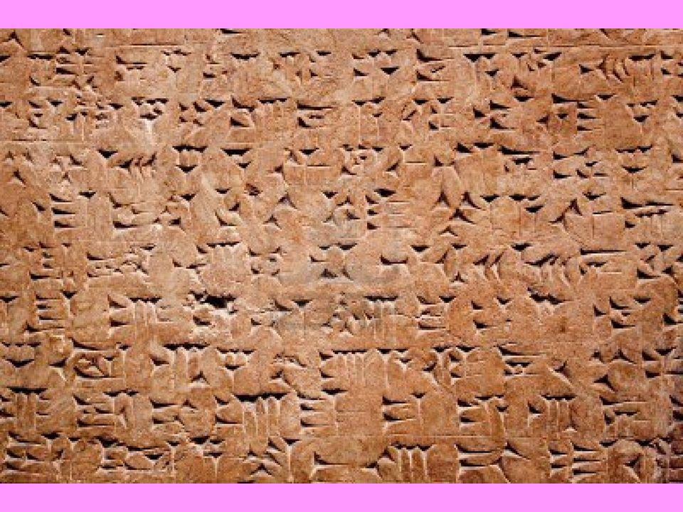 Gli Assiri abitavano in villaggi agricoli e in città di grandi dimensioni, come Ninive e Nimrud, e in molti centri minori.