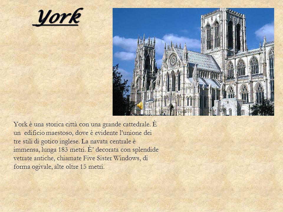 York York è una storica città con una grande cattedrale. È un edificio maestoso, dove è evidente lunione dei tre stili di gotico inglese. La navata ce