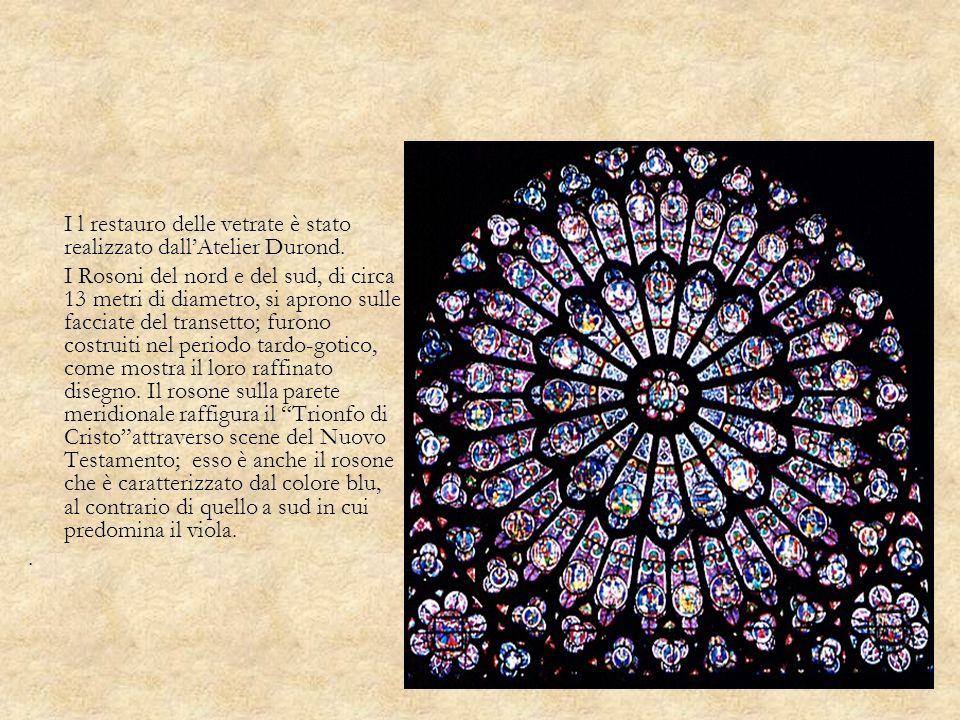 I l restauro delle vetrate è stato realizzato dallAtelier Durond. I Rosoni del nord e del sud, di circa 13 metri di diametro, si aprono sulle facciate