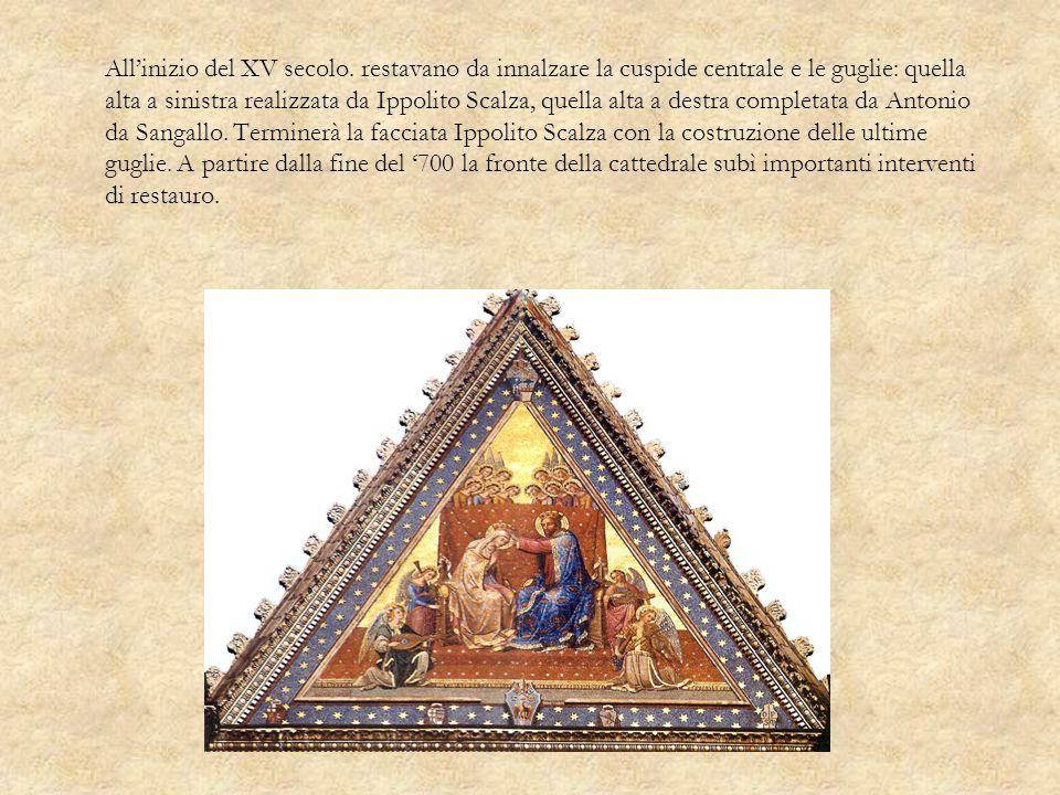 Allinizio del XV secolo. restavano da innalzare la cuspide centrale e le guglie: quella alta a sinistra realizzata da Ippolito Scalza, quella alta a d
