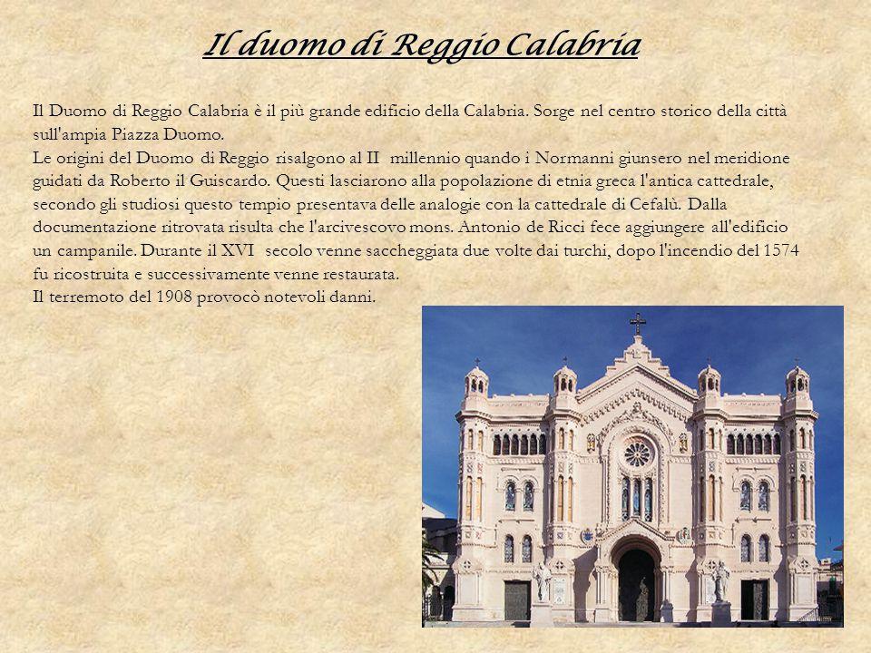 Il duomo di Reggio Calabria Il Duomo di Reggio Calabria è il più grande edificio della Calabria. Sorge nel centro storico della città sull'ampia Piazz