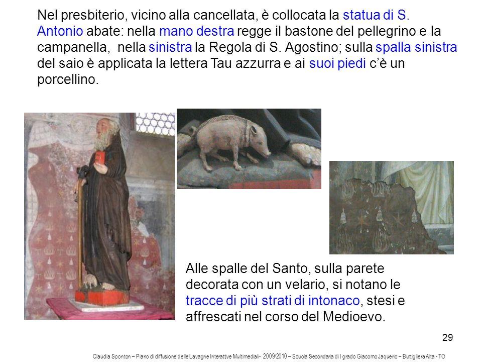 29 Nel presbiterio, vicino alla cancellata, è collocata la statua di S. Antonio abate: nella mano destra regge il bastone del pellegrino e la campanel
