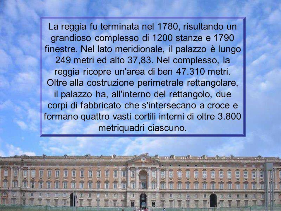Progettata dall'architetto Luigi Vanvitelli sul modello di Versailles, la Reggia di Caserta fu costruita nella seconda metà del Settecento per conto d