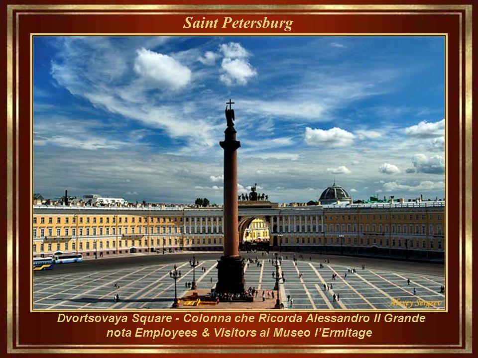 SAN PIETROBURGO ___________________ Costruita per lo Zar Peter il Grande 27 maggio di anno 1703. Divenne la capitale dell'Impero russo per più di duec