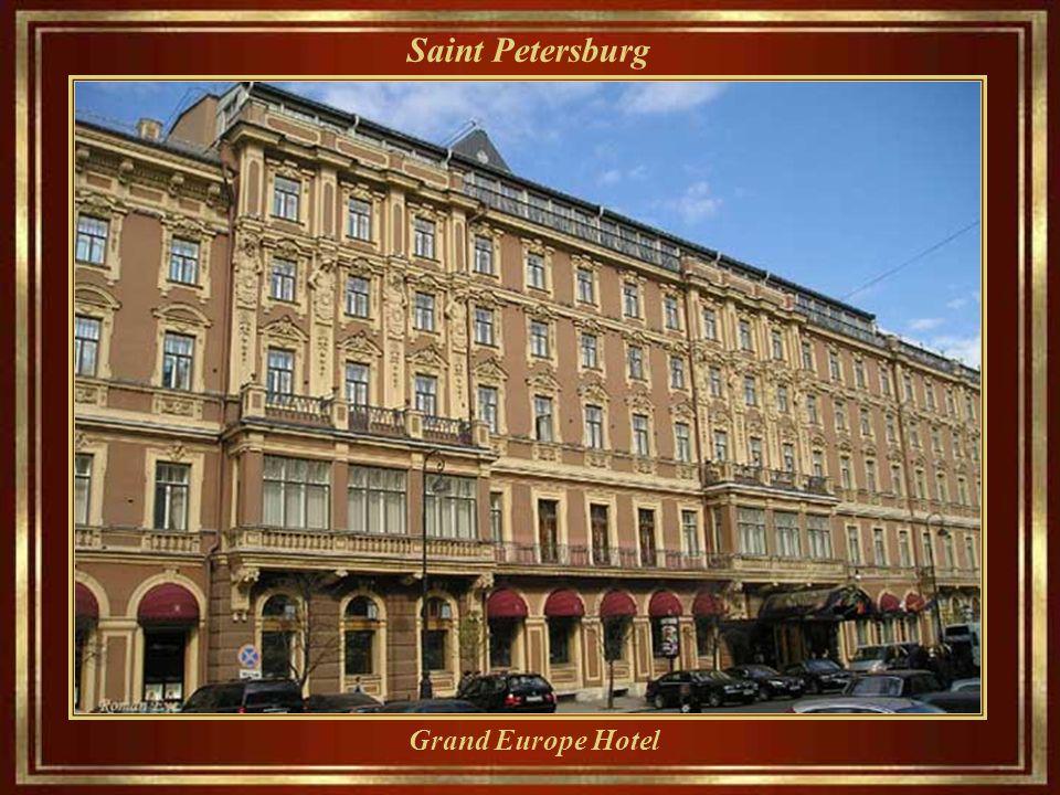 Saint Petersburg Nevsky Prospect - oggi il viale va dall'Ammiragliato fino a che la Stazione ferroviaria di Mosca