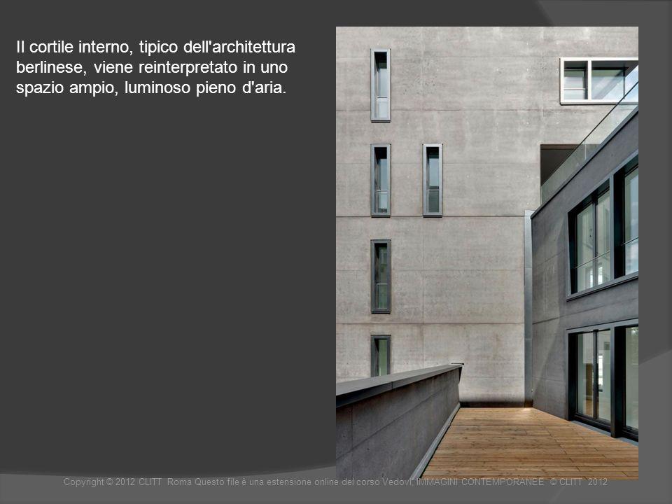Il cortile interno, tipico dell architettura berlinese, viene reinterpretato in uno spazio ampio, luminoso pieno d aria.