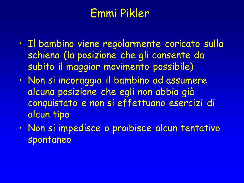 Emmi Pikler Il bambino viene regolarmente coricato sulla schiena (la posizione che gli consente da subito il maggior movimento possibile) Non si incor