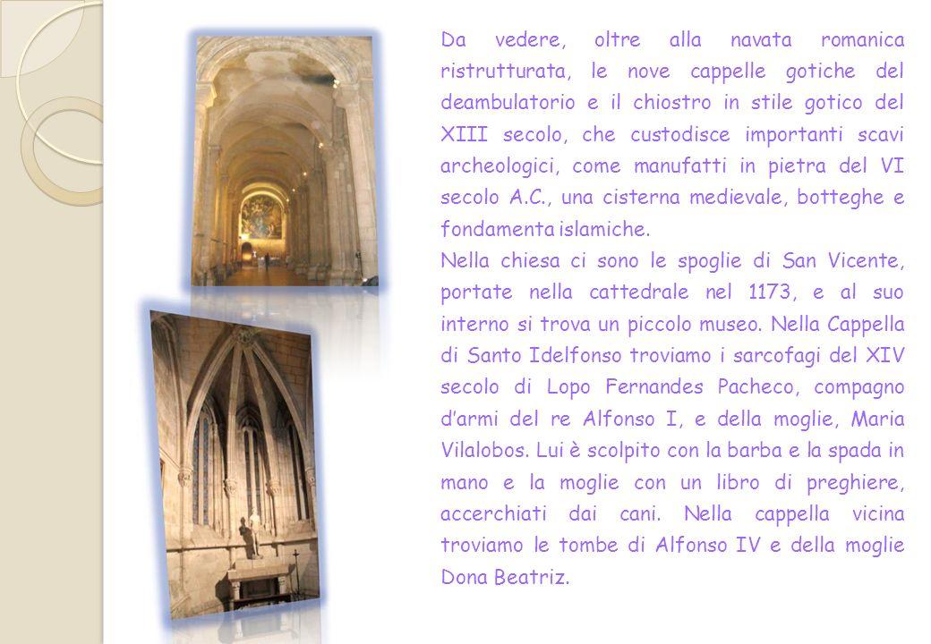 Linterno è semplice : è a croce latina, con tre navate e un abside con deambulatorio e cappelle radiali.