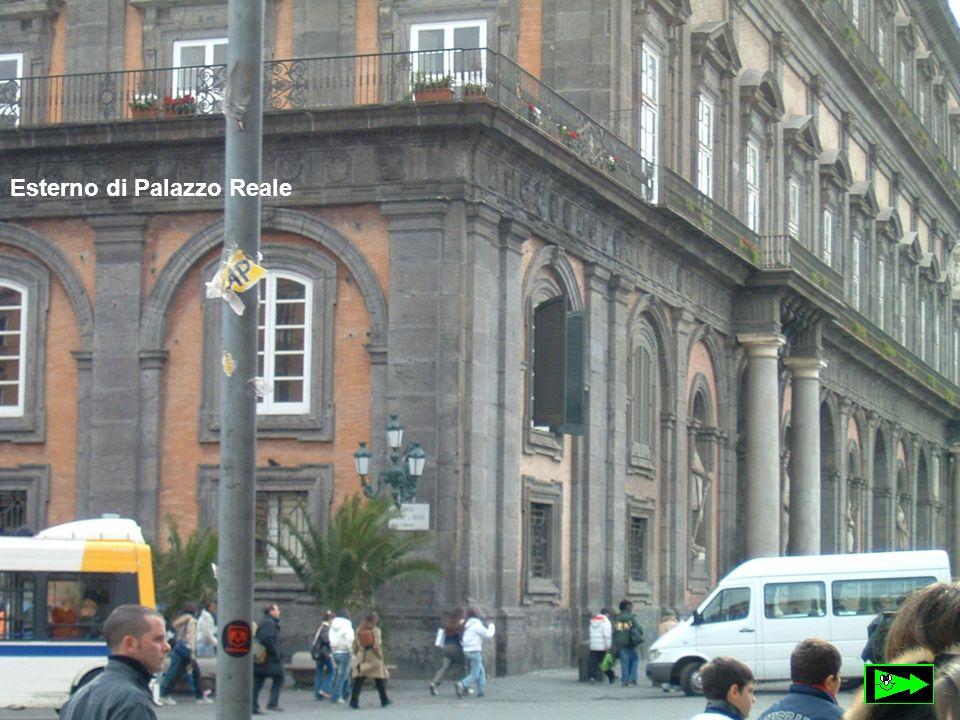 Il Palazzo Reale di Napoli è opera dell architetto Domenico Fontana.