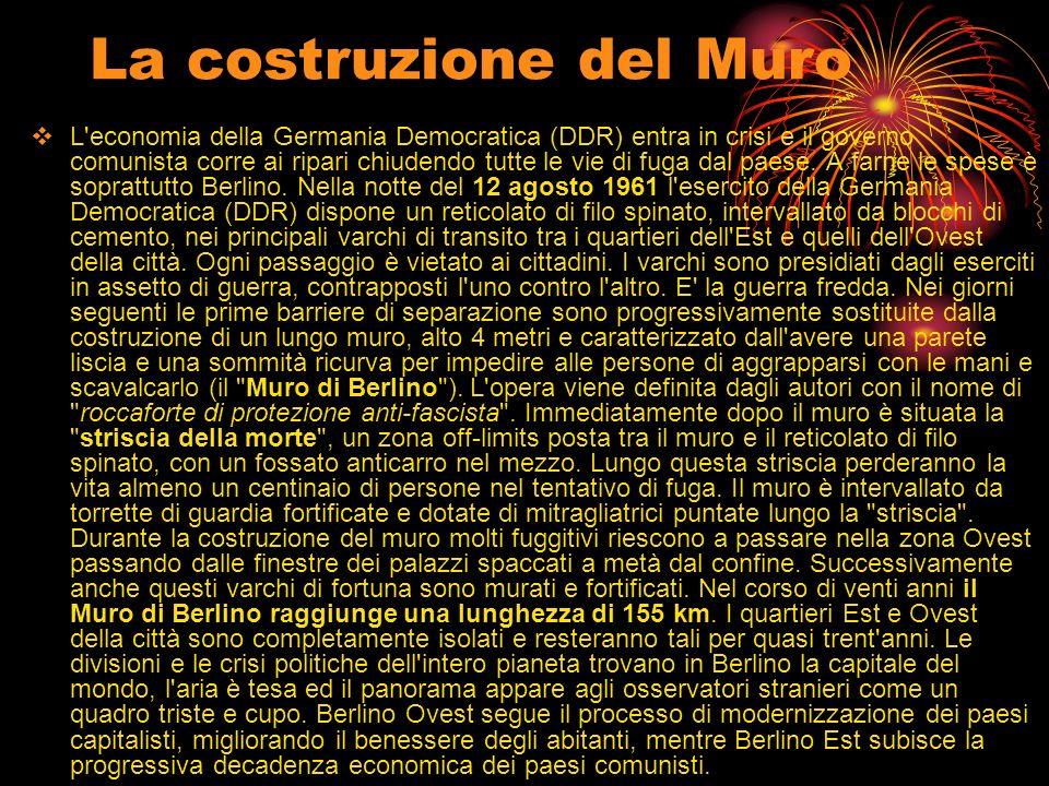 La costruzione del Muro L'economia della Germania Democratica (DDR) entra in crisi e il governo comunista corre ai ripari chiudendo tutte le vie di fu