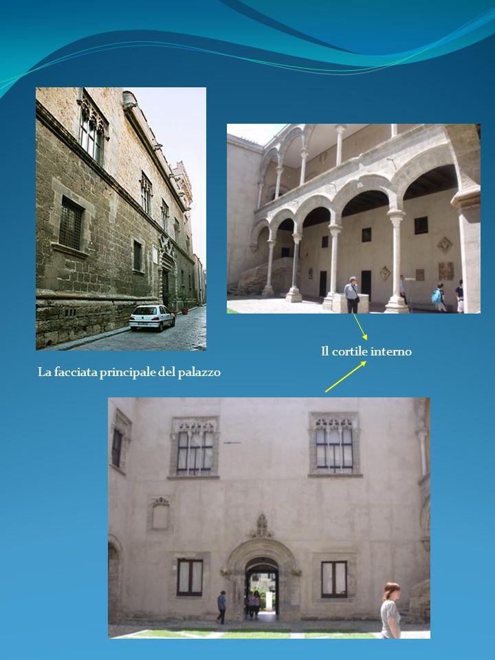 La facciata principale del palazzo Il cortile interno