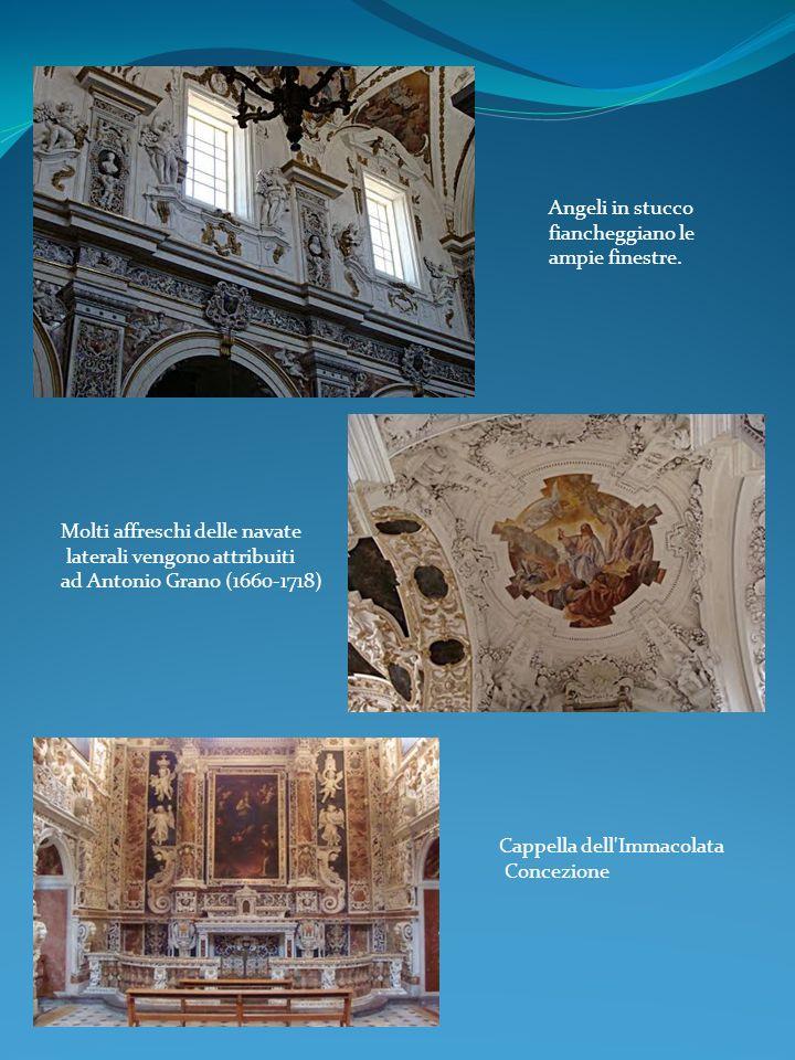 Angeli in stucco fiancheggiano le ampie finestre. Cappella dell'Immacolata Concezione Molti affreschi delle navate laterali vengono attribuiti ad Anto