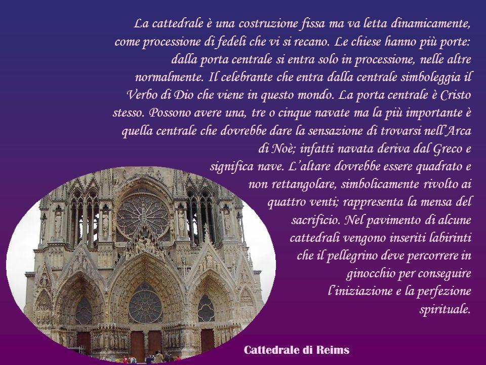 La cattedrale è una costruzione fissa ma va letta dinamicamente, come processione di fedeli che vi si recano. Le chiese hanno più porte: dalla porta c