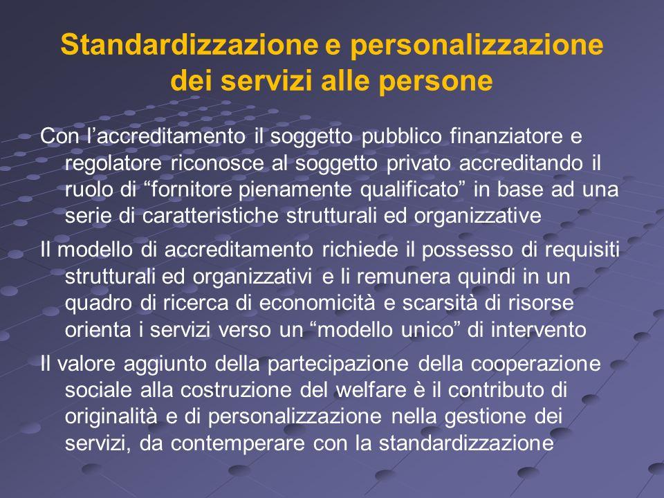 Standardizzazione e personalizzazione dei servizi alle persone Con laccreditamento il soggetto pubblico finanziatore e regolatore riconosce al soggett
