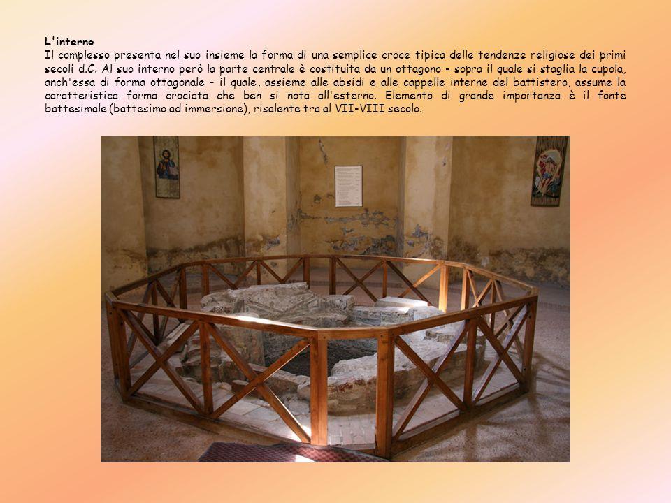 L'interno Il complesso presenta nel suo insieme la forma di una semplice croce tipica delle tendenze religiose dei primi secoli d.C. Al suo interno pe